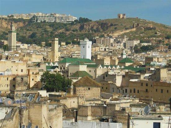 Dar Tamo: Vue de la terrasse sur la mosquée Karaouine