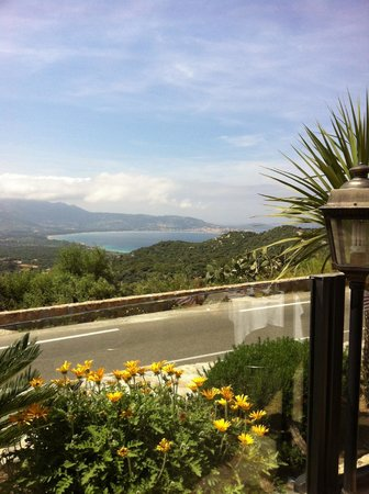 Hotel Chez Charles: Vue de la terrasse extérieure