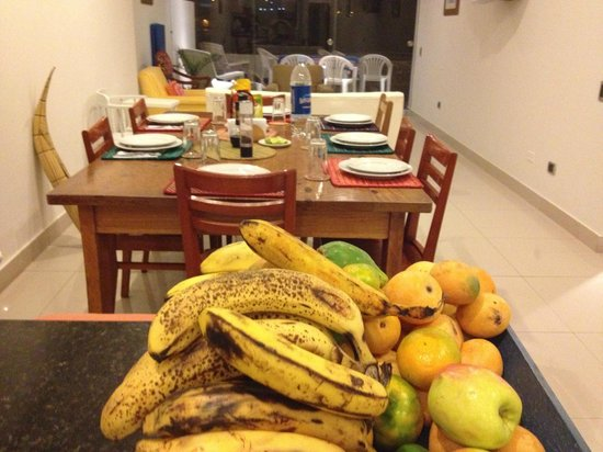 Penascal Surf Hotel: Kitchen is always stocked with fresh fruit.