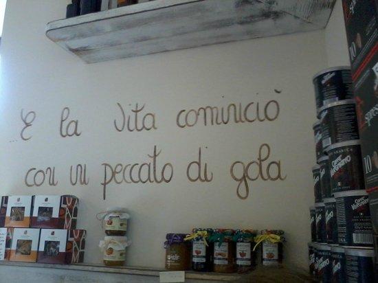 Una delle frasi scritte sui muri foto di caffe e parole - Scritte muri casa ...