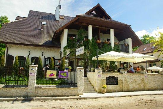 Budynek Od Ulicy Picture Of Restauracja Kuchnia I Wino
