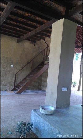 Dunes Unawatuna Hotel: stair case