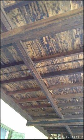 Dunes Unawatuna Hotel: ceiling