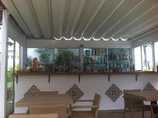 Angolo bar in giardino picture of casa mariantonia - Angolo bar a casa ...