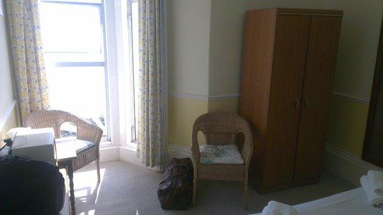 Dauncey's Hotel: Room