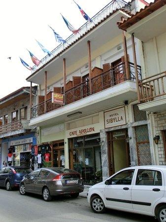 Sibylla Hotel: Hotel frontage