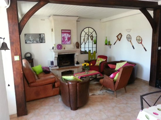 Kurutcheta : Salon club house et cheminée