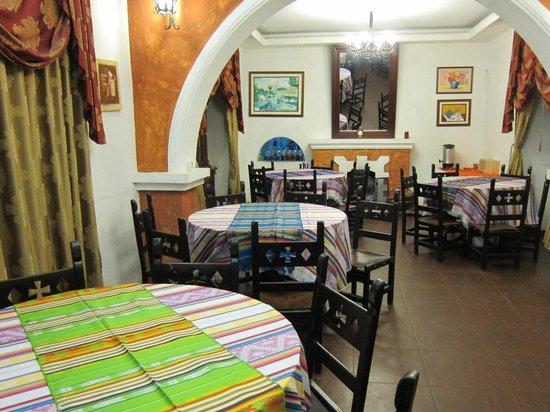 Villa de Tacvnga: dining room