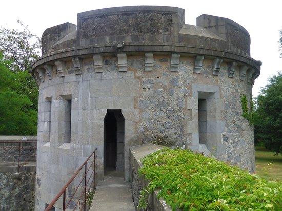 Castillo de Arteaga: le pont qui relie la tour à la réception