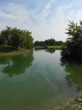 Riviera Golf Resort : Laghetto nel grande campo da golf