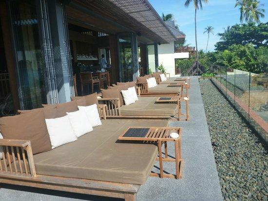 Hansar Samui Resort: Chill lounge daybeds
