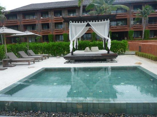 Hansar Samui Resort: Kids pool and parents cabana