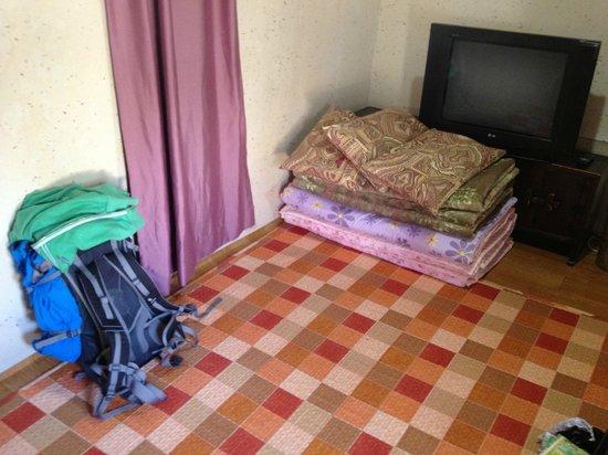 Sa Rang Chae Guesthouse: Our room for 3