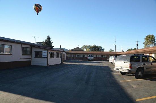 Mesa Verde Motel: Main motel courtyard