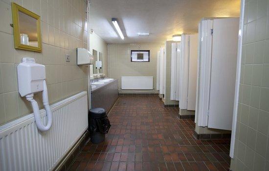 Cardiff Caravan Park: Toilets