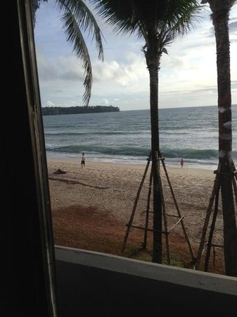 Outrigger Laguna Phuket Beach Resort: view from the room. right on the beach