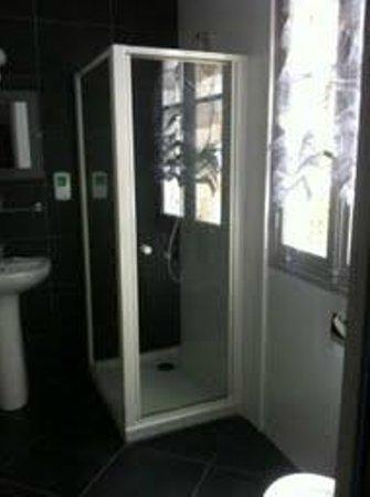 Hotel Restaurant Saint-Melaine: Salle de bain Chambre 4