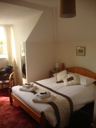 Eastney Hotel: Our lovely room at the top of the huge Victorian house