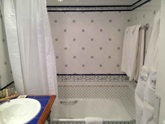 Hotel Abbaye de Talloires : Salle de bains