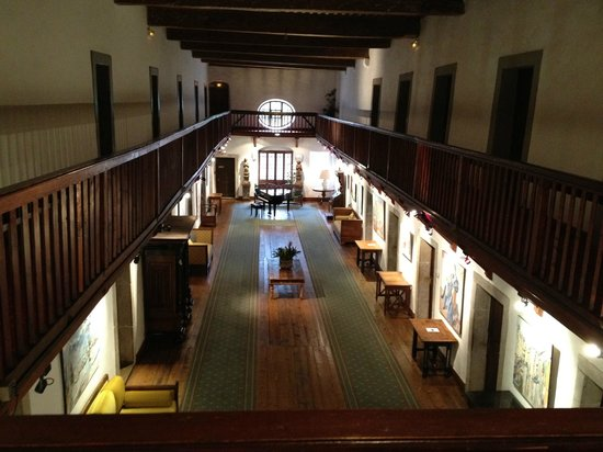 Hotel Abbaye de Talloires : Magnifique hall, vue depuis le couloir des chambres