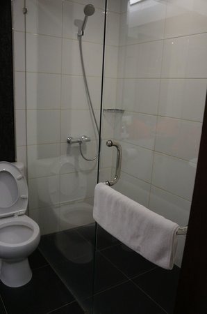 Citihub Gejayan: bathroom