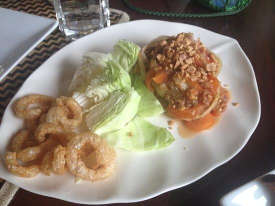 Silk Road Cafe: spicy papaya salad
