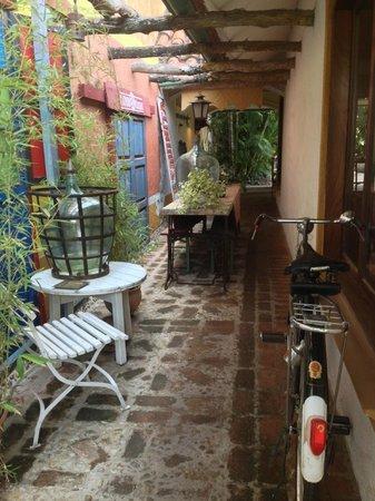 Casa Patio Hotel Boutique: Side veranda (very chill)