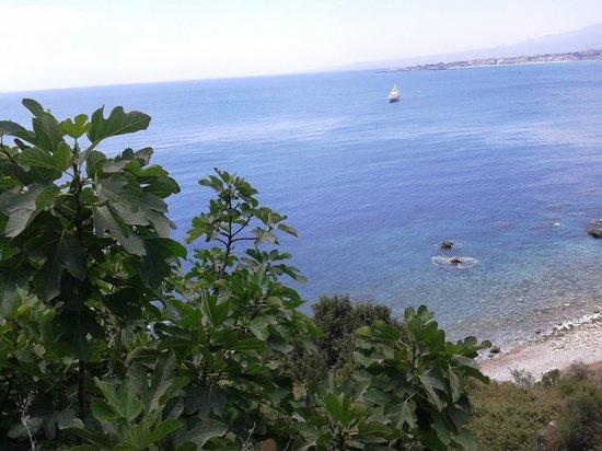 Il panorama godibile scendendo da Torre MichelAngelo in direzione di Giardini Naxos