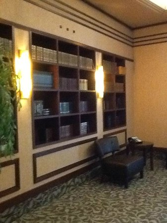 Hotel Royal William: Library