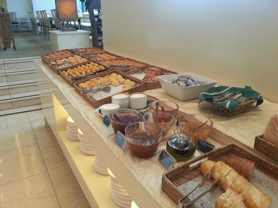 Hotel Hyundai Gyeongju: Some of the offerings at the hotel's breakfast buffet