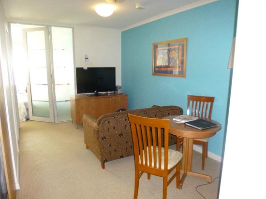 Waldorf Canberra Apartment Hotel: Main lounge area