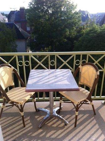 La Closerie Deauville Residence Hôtel : terrasse