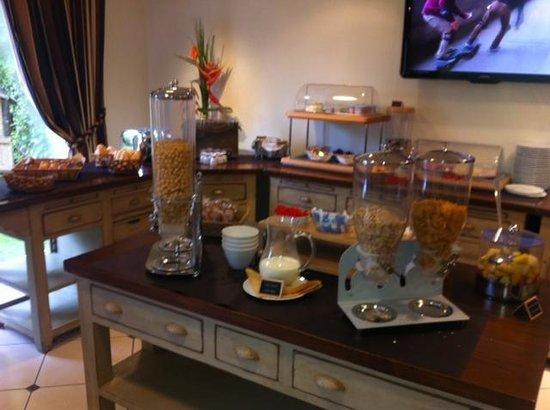 La Closerie Deauville Residence Hôtel : buffet petit déj