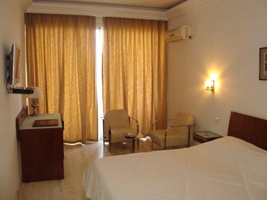 Corniche Palace Hotel: Chambre