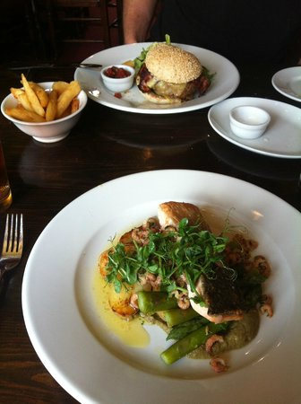 The Walpole Arms: Home Made Burger & Salmon