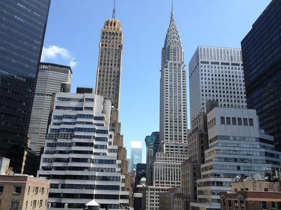 The Court - A St Giles Premier Hotel: Vue sur le Chrysler Building depuis la Junior Suite 1607 (de jour)