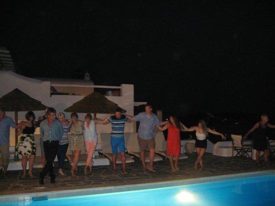 Hotel Tagoo: Greek Dancing