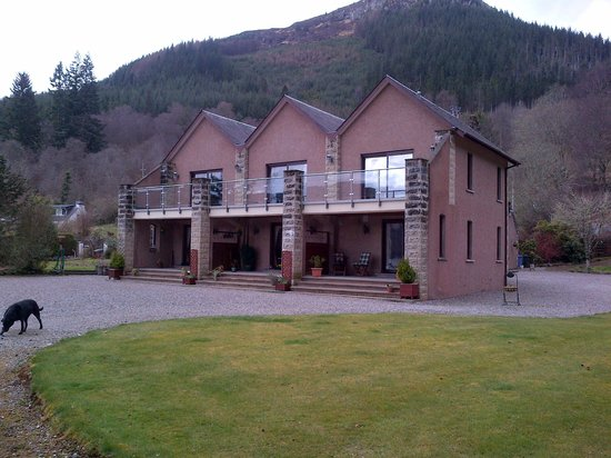 The 3 rooms at Tigh Na Bruach looking from Loch Ness