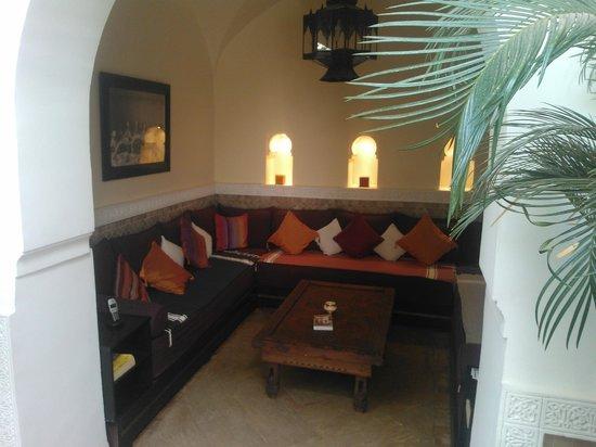 Riad Zohar: Sitznische Innenhof