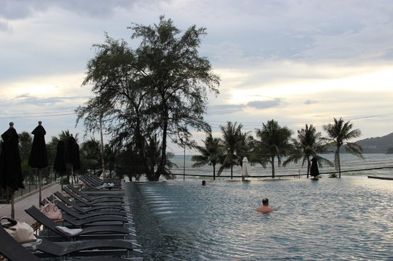 B-Lay Tong Phuket: Poolview
