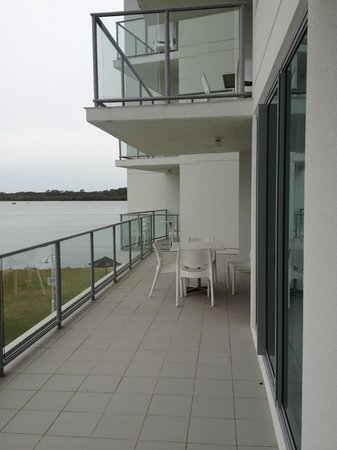 Ramada Hotel & Suites Ballina Byron: Balcony - the 2/3 of the balcony that wasn't mine!