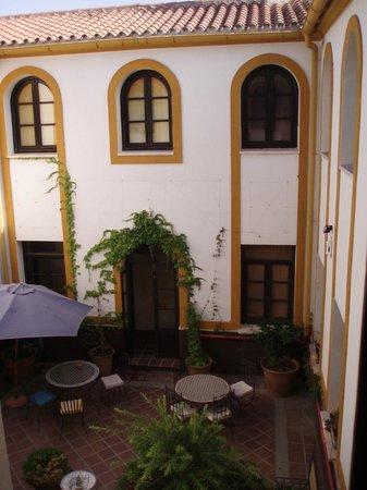 Hotel Cerro de Hijar : The courtyard