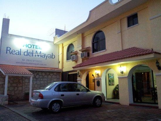 Hotel Real del Mayab: fachada del hotel por la tarde