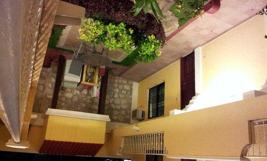 Hotel Real del Mayab: patio y jardin