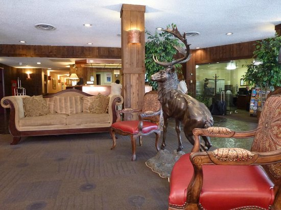 Ramada Denver Downtown : Foyer area with reception at back and business centre to right