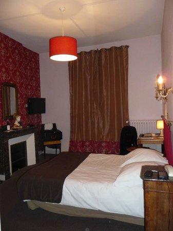 Hotel Mirabeau: chambre côté rue