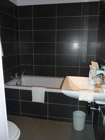 Hotel Mirabeau: salle de bain