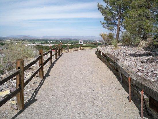 Las Cruces KOA: Path to gazebo