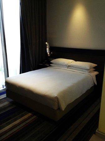 Holiday Inn Express Bangkok Siam: The room
