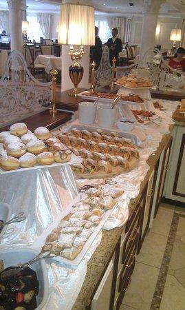 Cavallino Bianco Family Spa Grand Hotel: Angolo dei Dolci